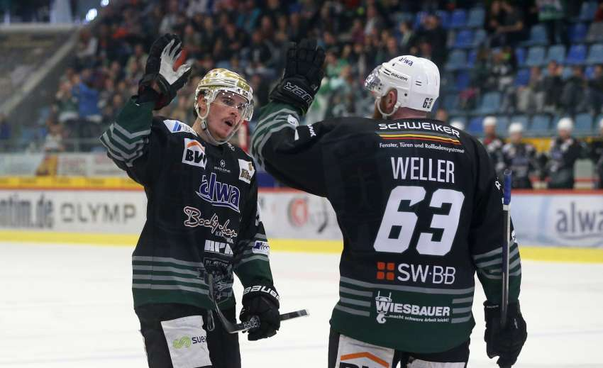Matt McKnight (links) jubelt mit Shawn Weller. (Foto: dpa/picture alliance/Pressefoto Baumann)