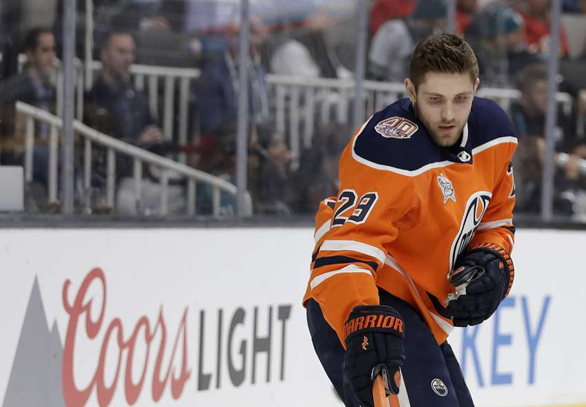 Leon Draisaitl gewinnt den Pass-Wettbewerb beim NHL-Allstar-Game in San Jose. (Foto: dpa/picture alliance/AP Photo)