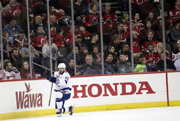 Nikita Kucherov schreibt in der NHL Geschichte. (picture alliance / AP Photo)