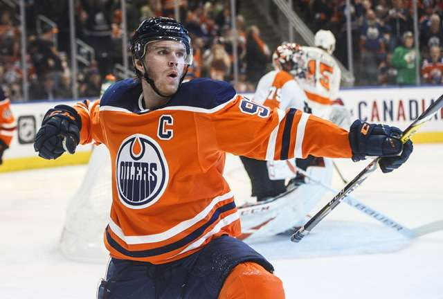 Connor McDavid fehlt Edmonton in den nächsten Wochen (picture alliance / AP Photo)