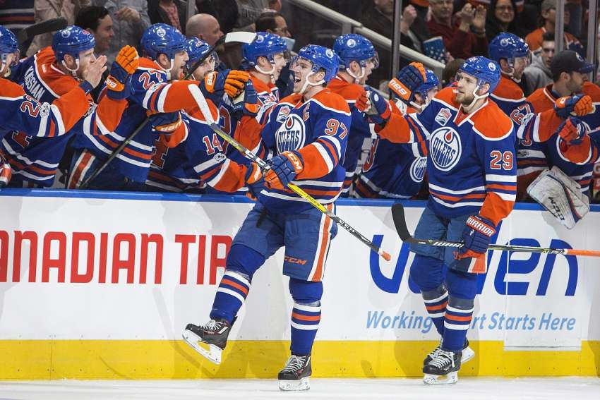 Teamkollegen und Freunde: Leon Draisaitl (r.) und Connor McDavid (picture alliance / AP Photo). (picture alliance / AP Photo)