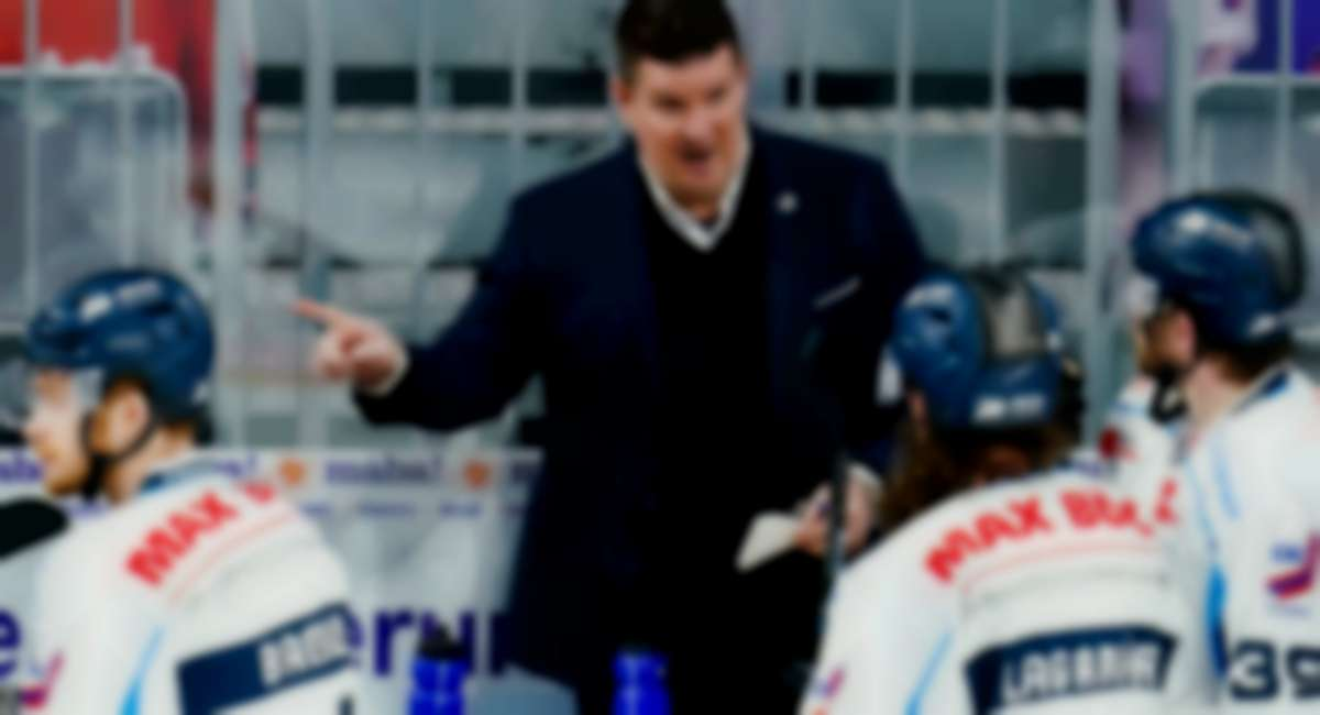 Tom Pokel bleibt Trainer der Straubing Tigers.